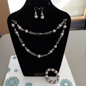 Jewelry - Silver color jewelry set